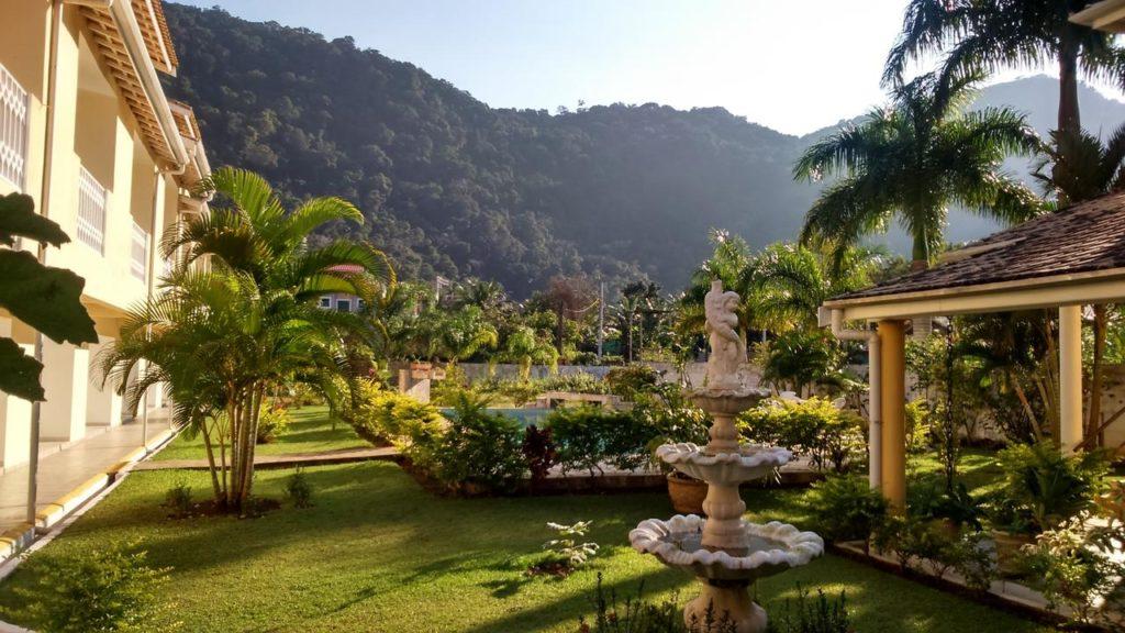 Jardim do hotel Portal de Barequeçaba