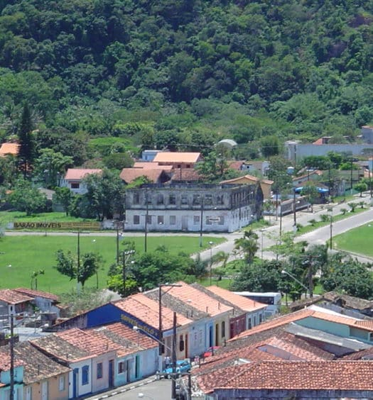 Vista de casas da cidade de Iguape