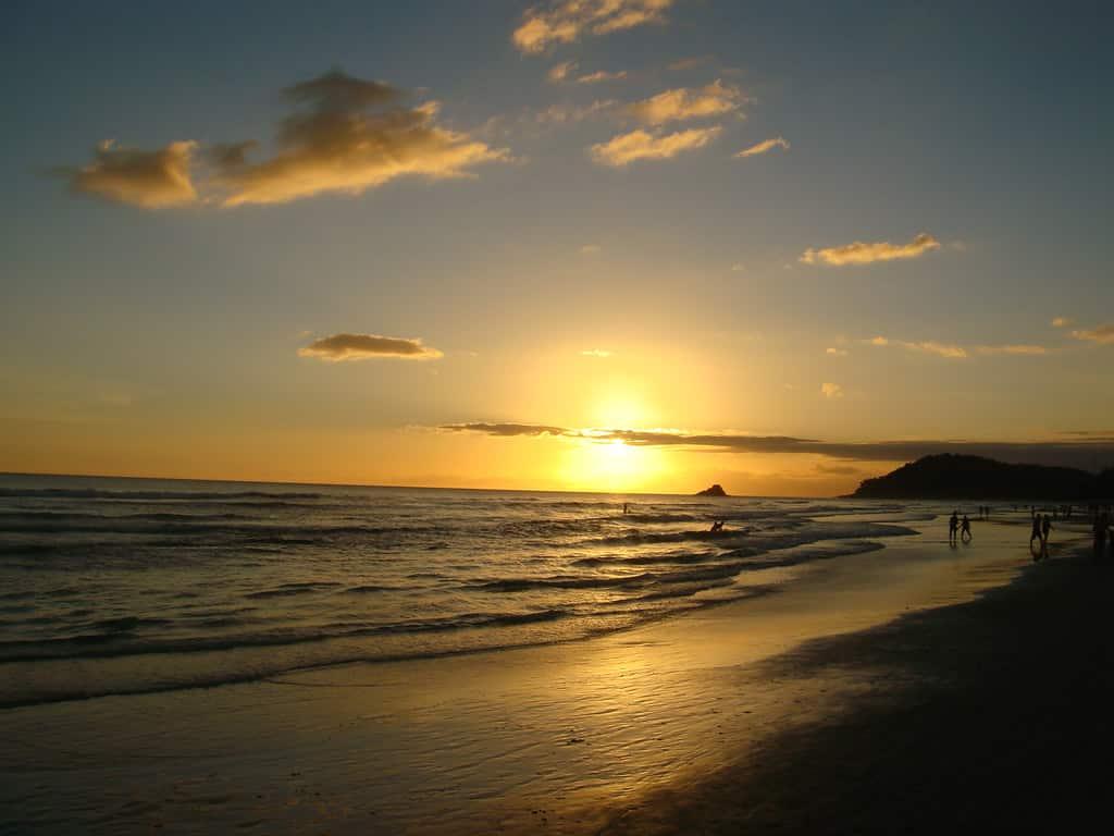 Pôr do sol no mar da praia de São Sebastião