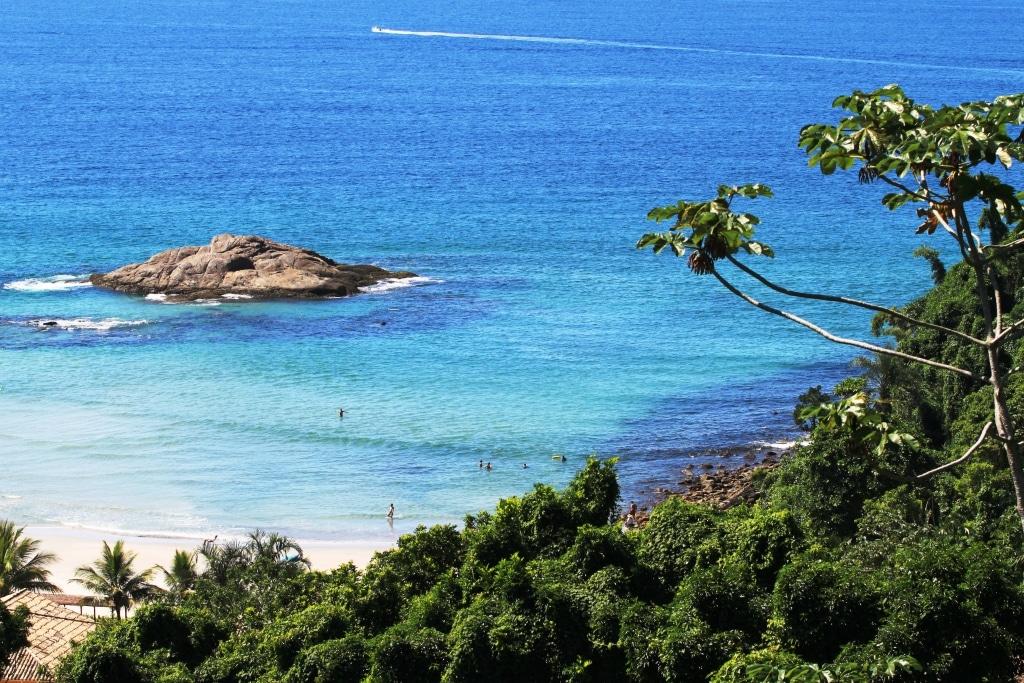 Águas claras no mar de Juquehy