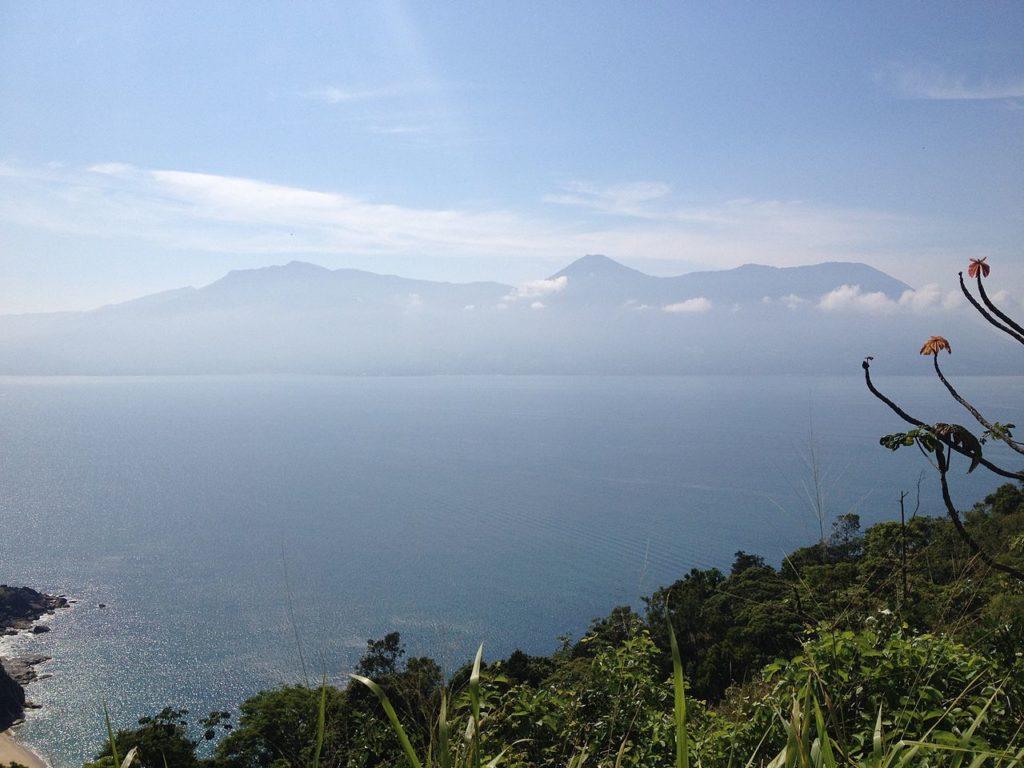Mirante para o mar em Caraguá