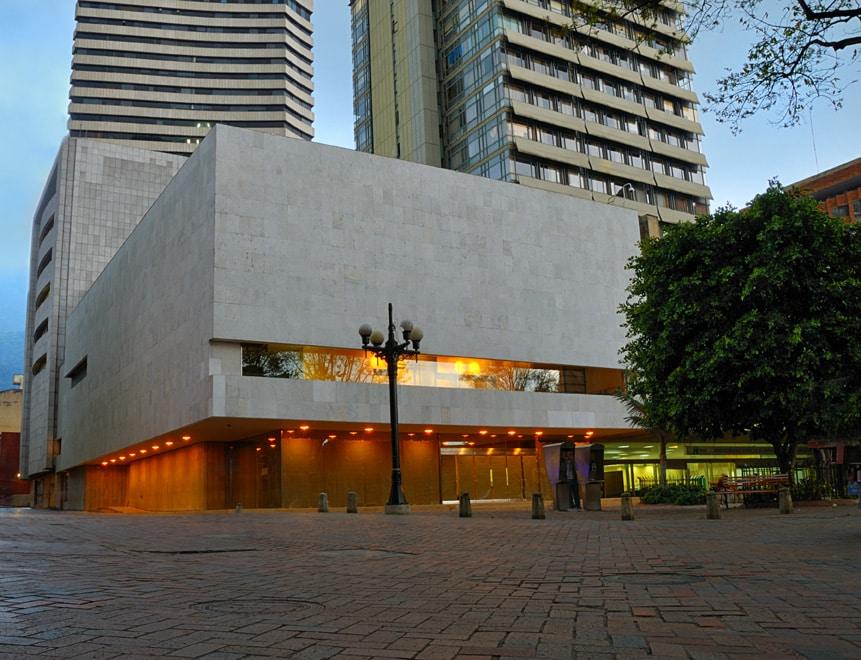 Fachada do Museu del Oro, um dos principais entre opções de o que fazer em Bogotá