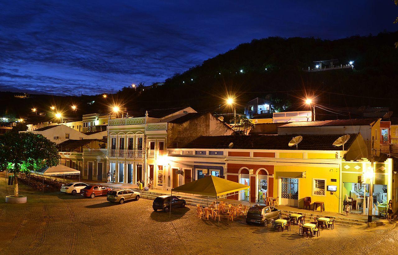 Centrinho da cidade de Piranhas à noite