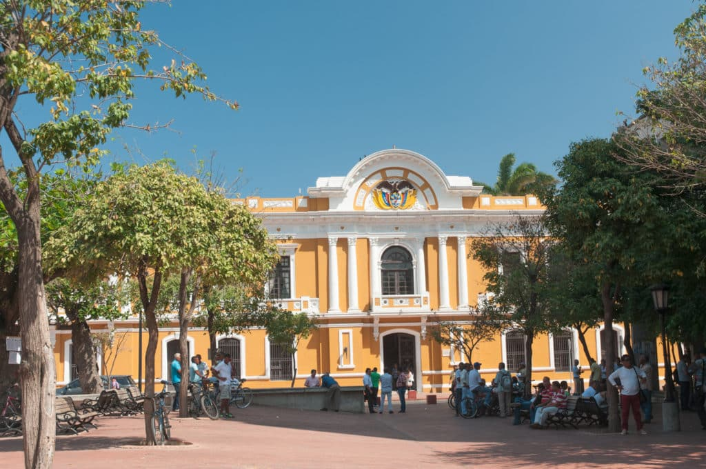 Prédio histórico da Plaza Bolívar, em Santa Marta