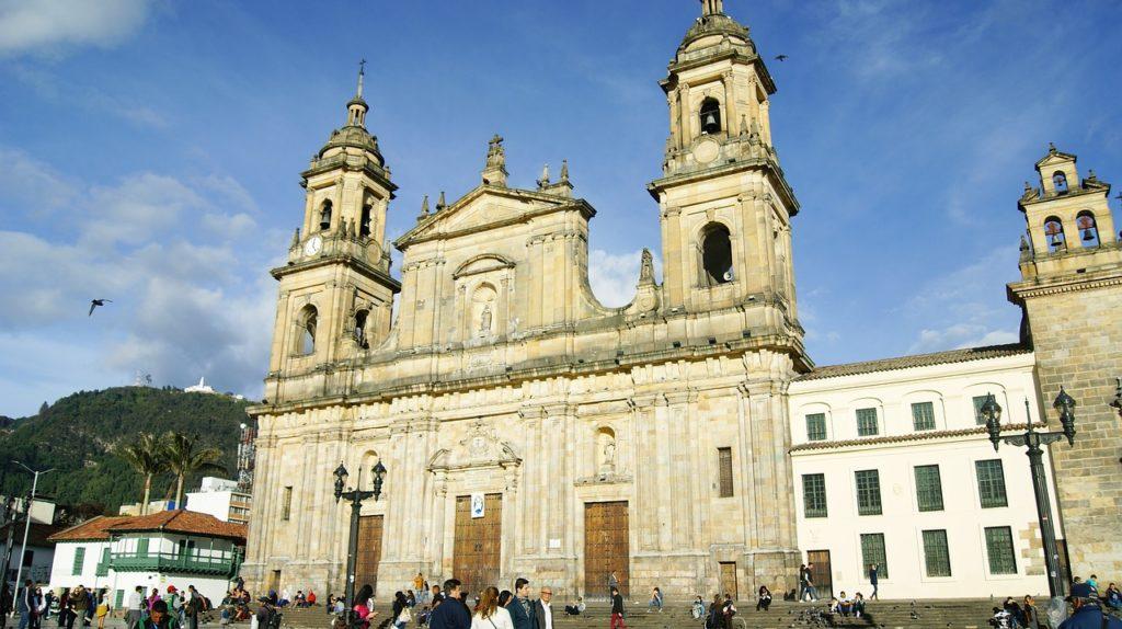 Igreja na Plaza de Bolívar da capital colombiana