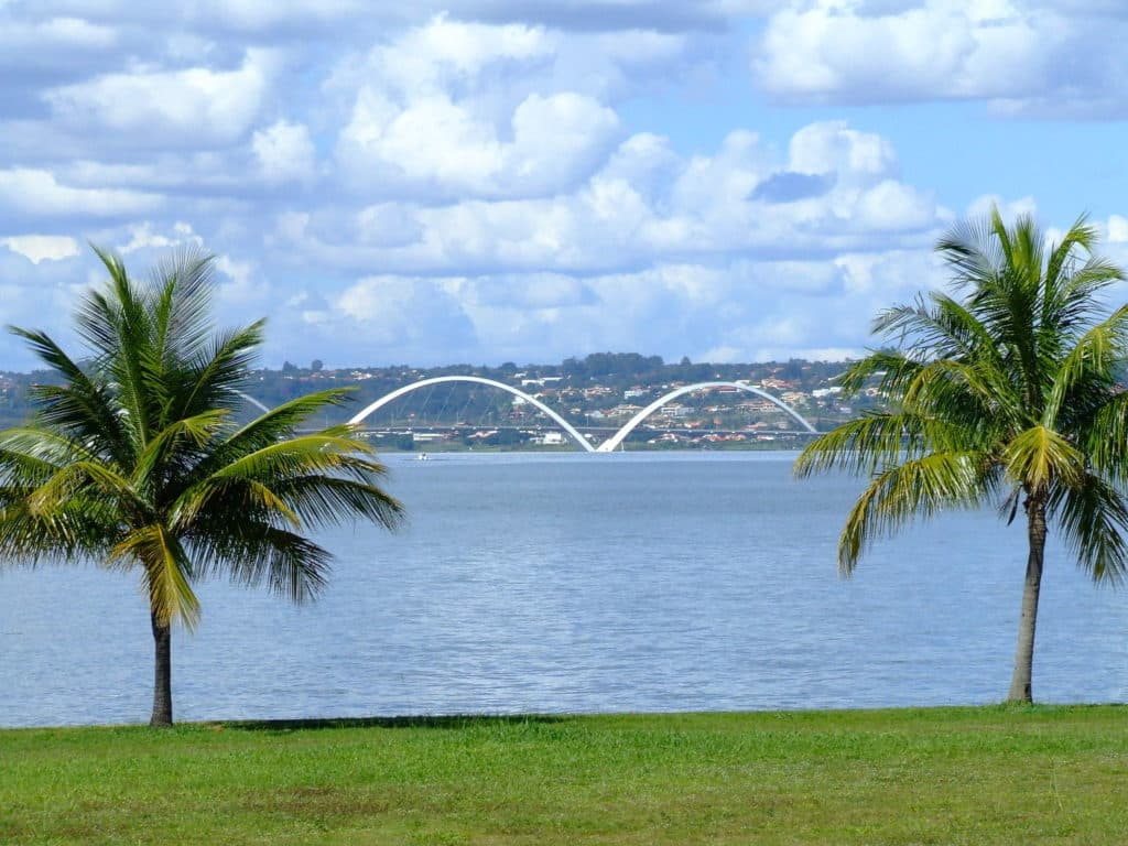 Parte do Pontão Lago Sul, com vista para a Ponte JK