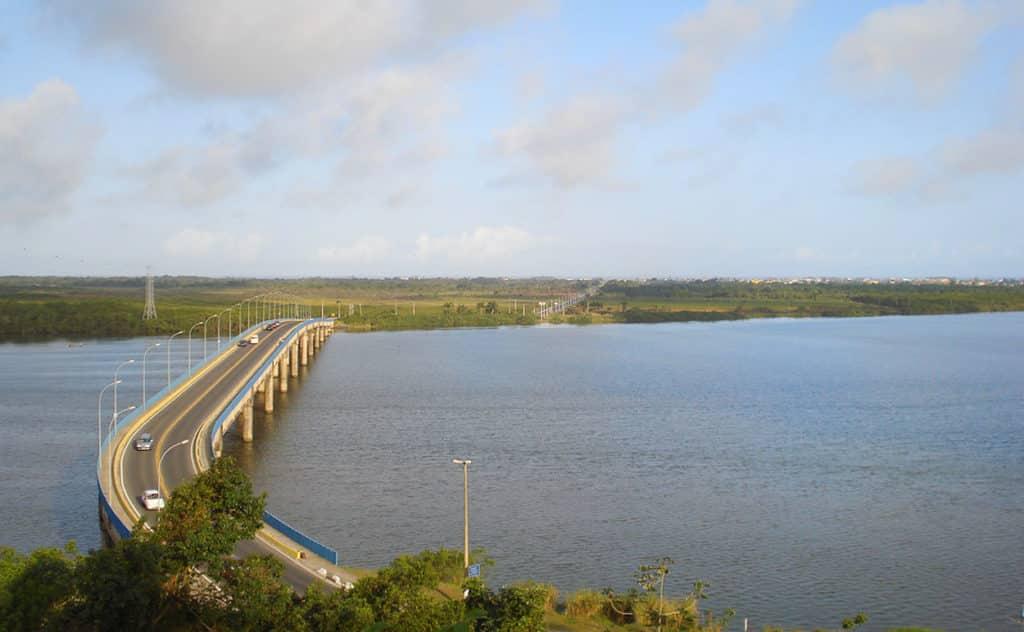 Vista da ponte que liga Ilha Comprida ao município de Iguape
