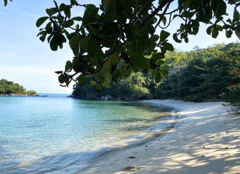 Trecho de praia semi privada, próxima de Barequeçaba