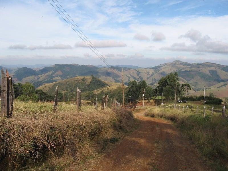 Estrada de terra entre Monte Verde e São Francisco Xavier, chegando à segunda cidade