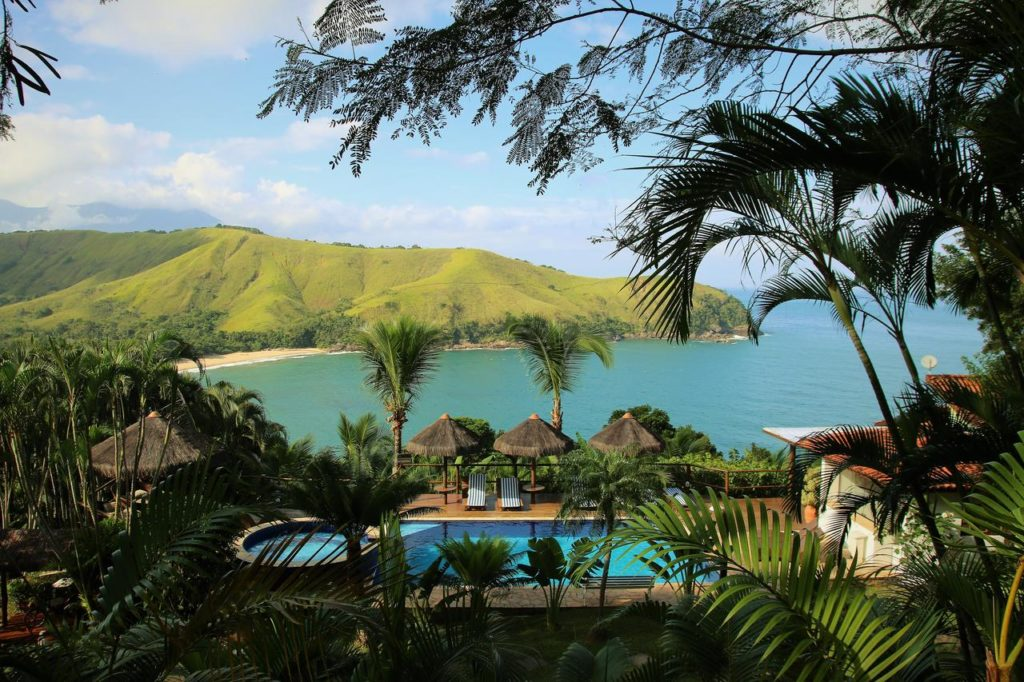 Piscina e vista do mar no Ilha de Toque Toque Boutique Hotel & Spa