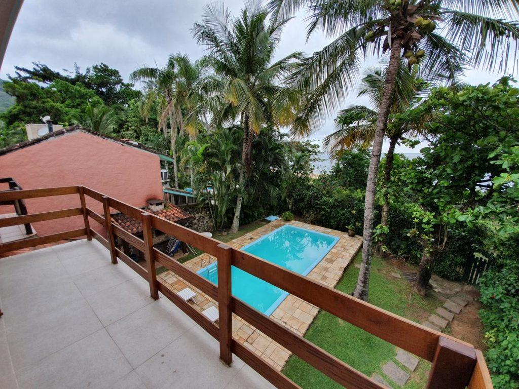 Foto de casa para alugar, uma das opções entre pousadas em São Sebastião