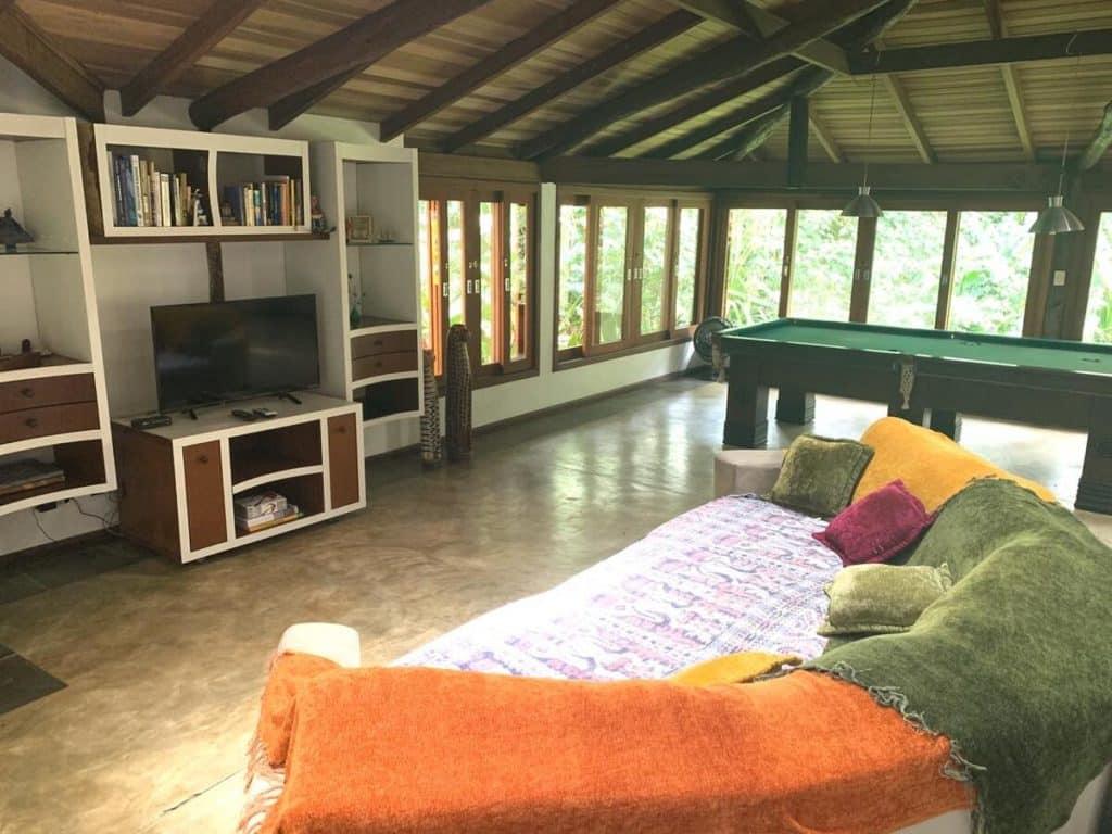 Sala da Vila Lucarelli, uma alternativa entre as pousadas em Barra do Una