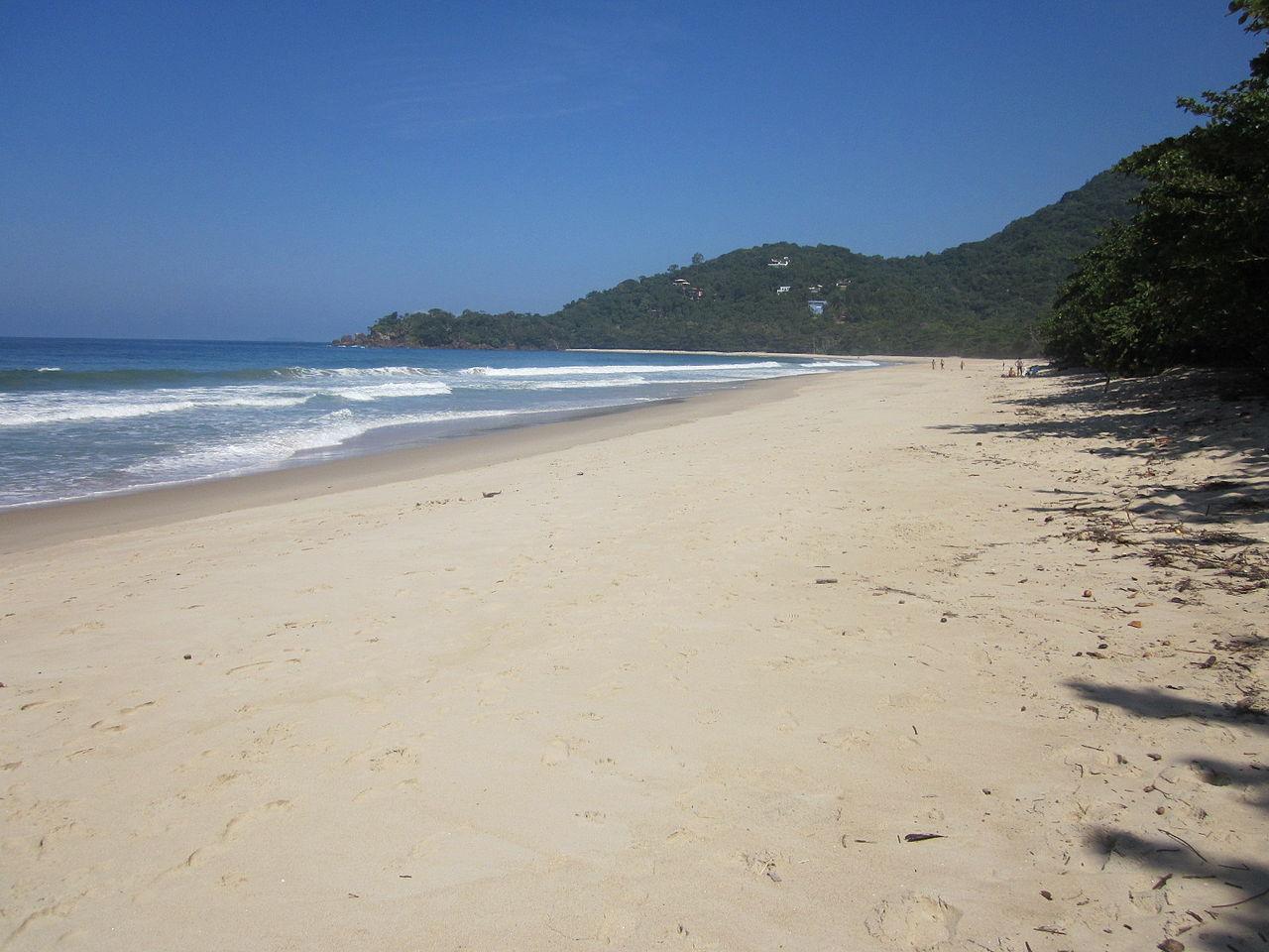 Praia de Itamambuca, em Ubatuba, onde há diversos Airbnb disponíveis para alugar