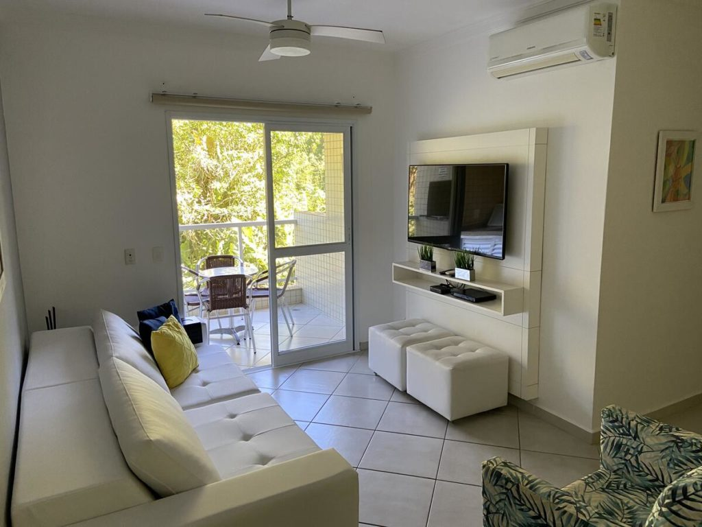 Sala do Apartamento Praia Grande, uma das alternativas às pousadas