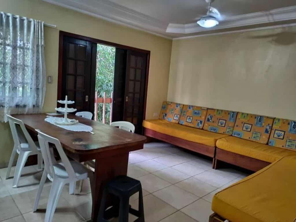 Sala do Budget Apartamento, opção entre as pousadas na Praia do Lázaro