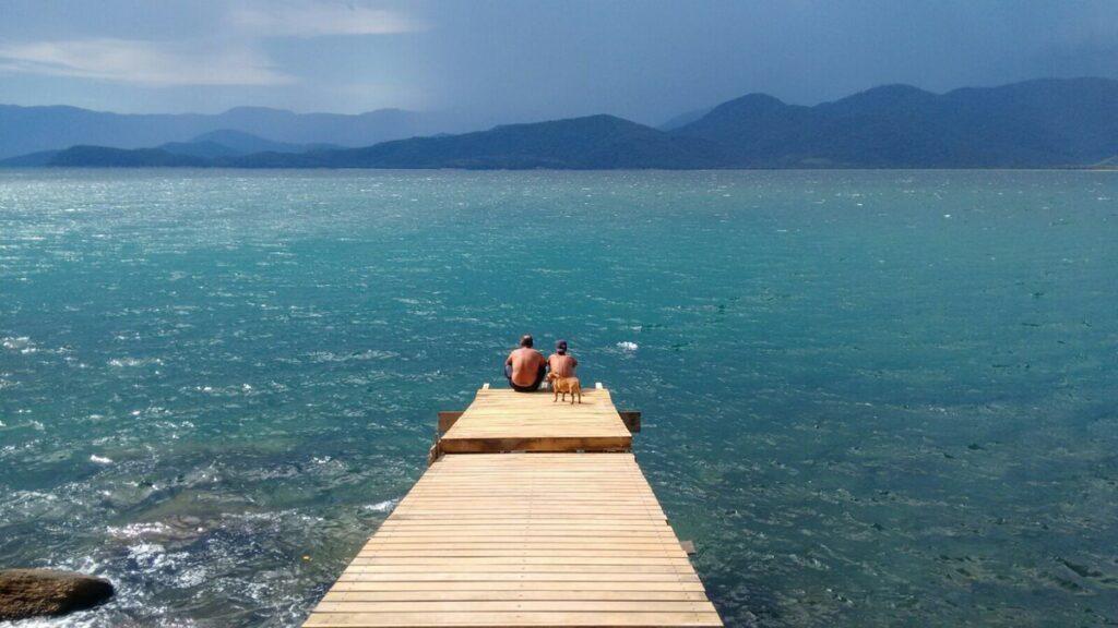 Deck com vista incrível em casa de ilha perto de Picinguaba