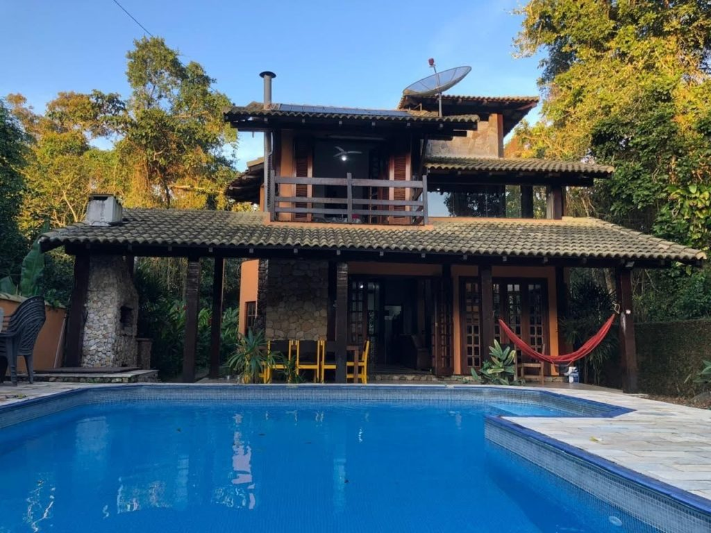 casa com piscina climatizada
