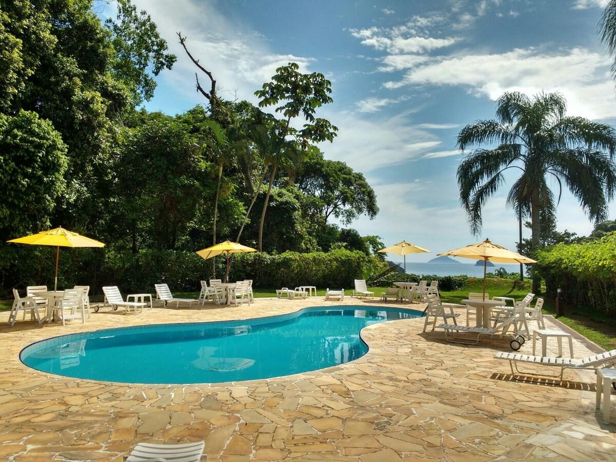 piscina do Condomínio Village do Mirante na praia de Boiçucanga
