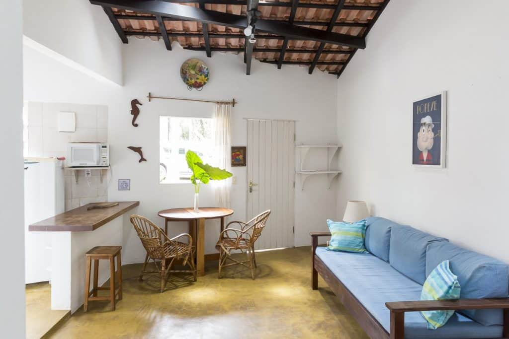 Sala da casa Cozy home by the creek em Picinguaba