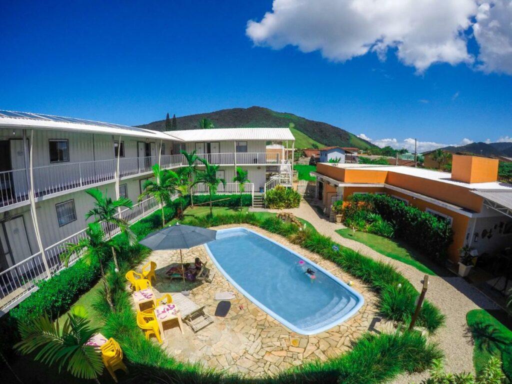 A piscina na área comum do Eco-Encanto Pousada