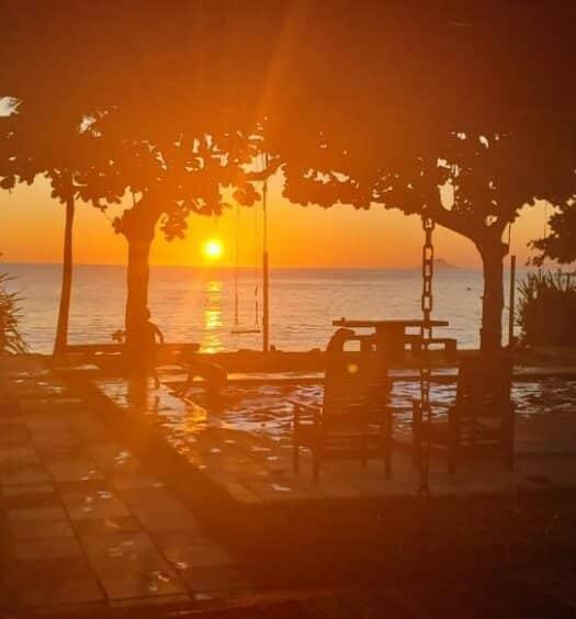por do sol na praia Toque Toque Grande vista do airbnb Estrela do Mar