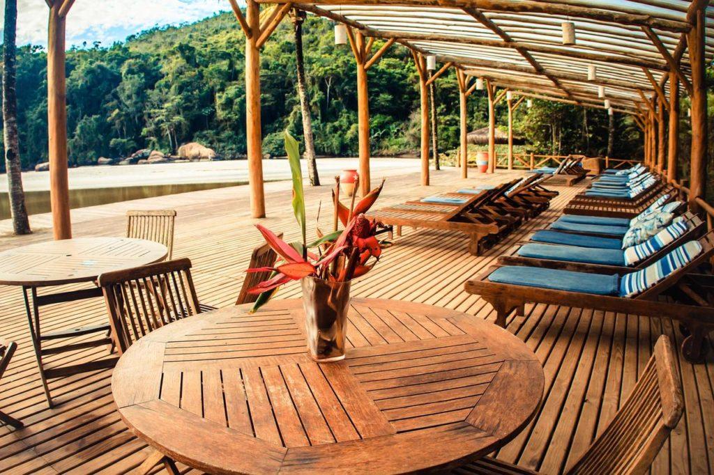 Deck do Itamambuca Eco Resort