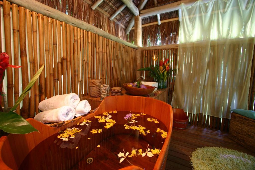 Banheira no spa do Itamambuca Eco Resort