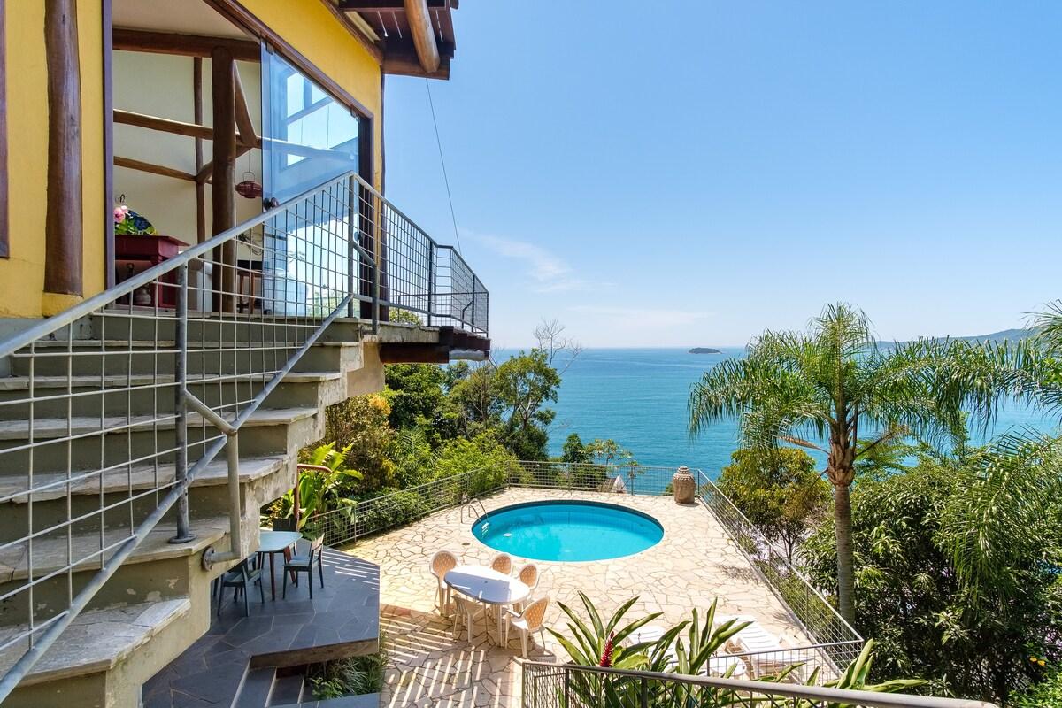 Vista do mar de um sofisticado Airbnb na Praia das Toninhas, em Ubatuba