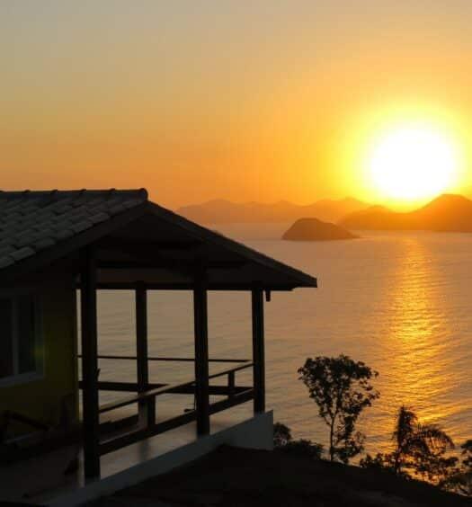 Airbnb Vista Inacreditável com visão privilegiada de mar em Ubatumirim