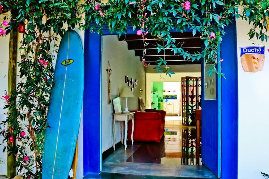 Entrada na Casa Bossa Nova B&B, uma das opções entre as pousadas em Itaguá