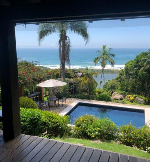 Casa com Piscina, Jardim e Vista do Mar