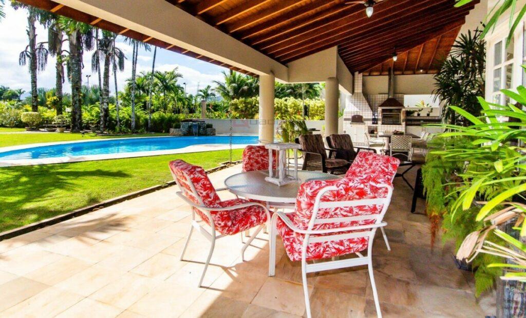 Área de lazer da Casa Alto Padrão Condomínio Costa Verde Tabatinga com piscina e churrasqueira