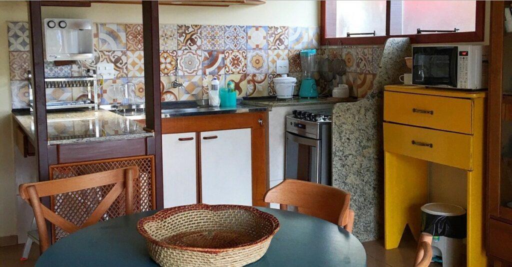 cozinha da Charmosa Casa do Jardim na Vila do Abraão