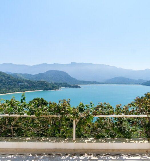 Praia Vermelha vista de sacada de Airbnb em Ubatuba