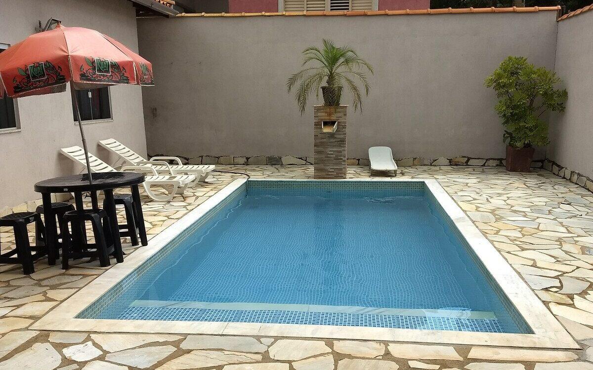 piscina do rancho aconchegante em capitólio