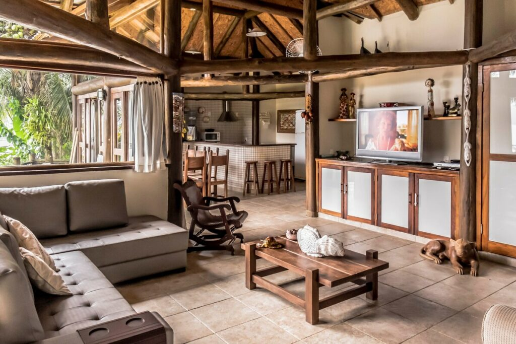 sala de estar do Bangalôs Polinésios em Ilha grande
