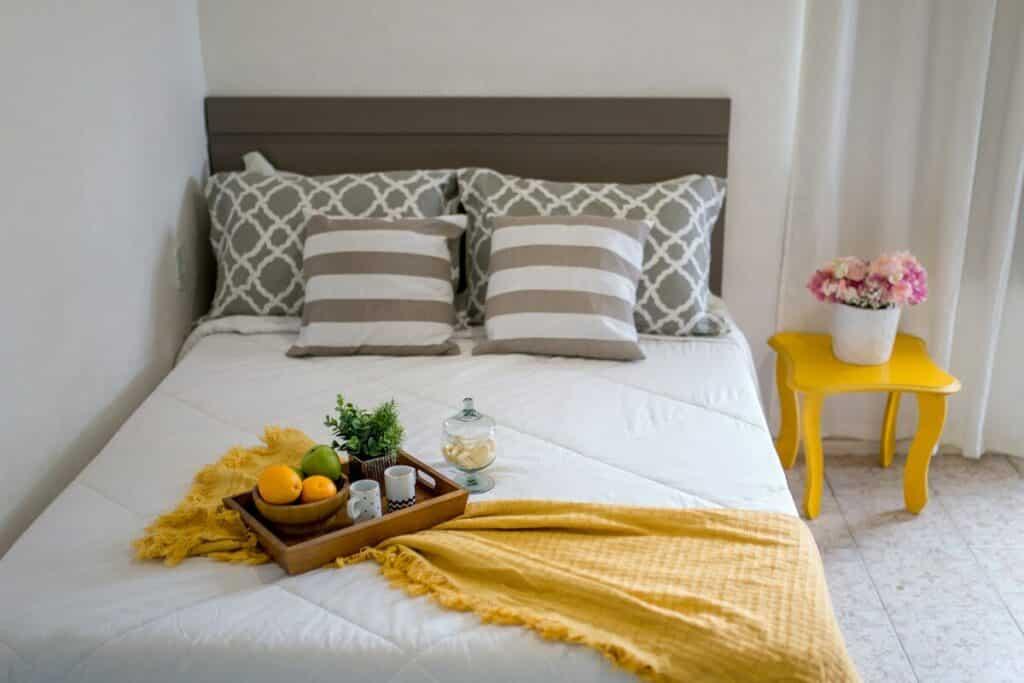 Apartamento airbnb em búzios com cozinha e varanda