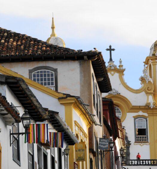 Ladeira em Tiradentes, uma cidade repleta de bons Airbnb para alugar