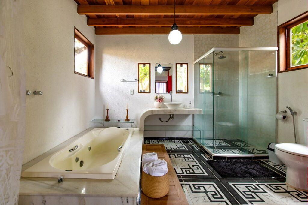banheiro da Casa com Vista 180º para o Mar em Arraial d'Ajuda
