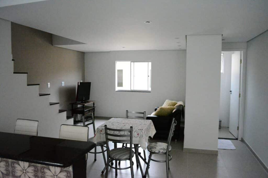 sala de estar e de jantar da Casa Aconchegante em Ouro Preto