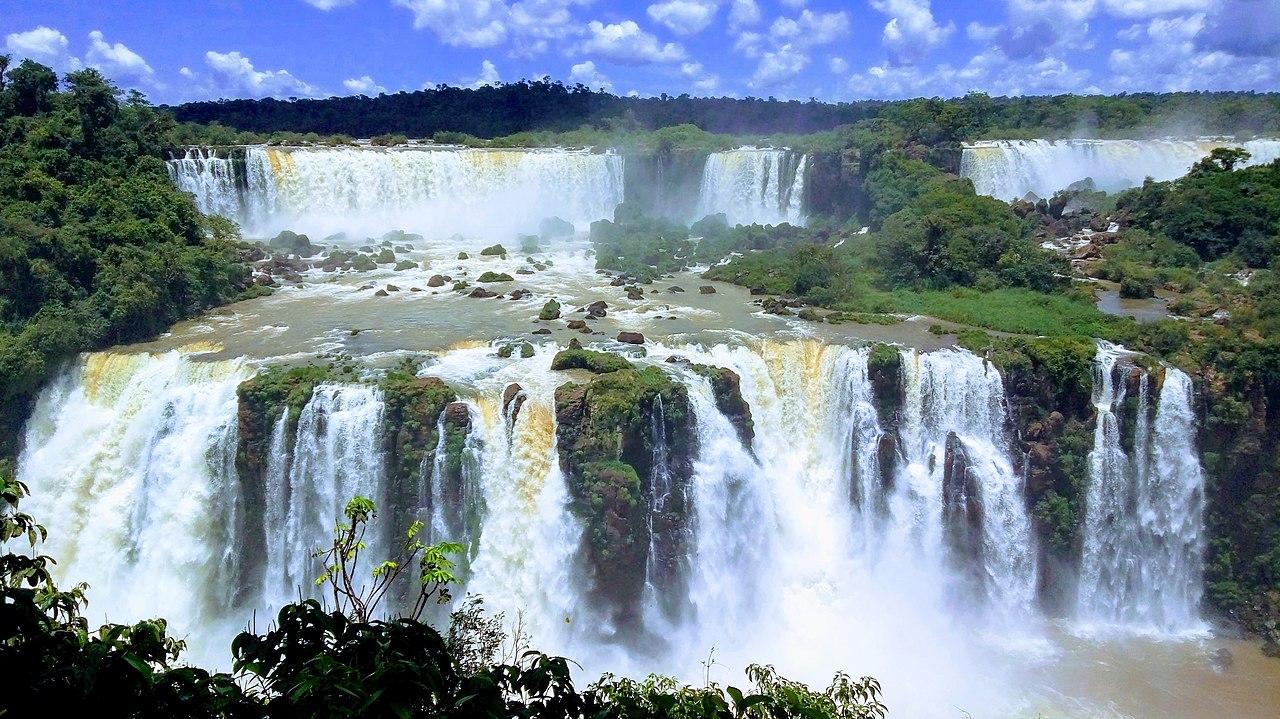 Cataratas em Foz do Iguaçu, para ilustrar post de Airbnb em Foz do Iguaçu