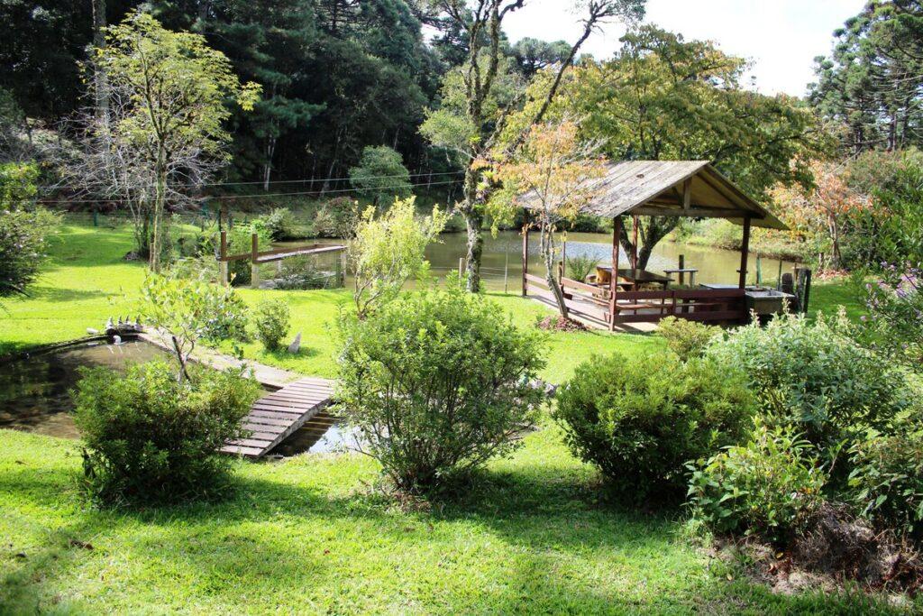 lago do airbnb Sítio Canto dos Pássaros em Gramado