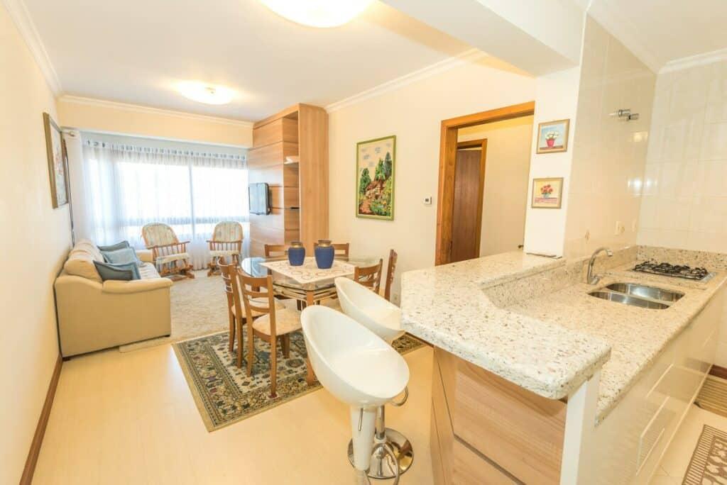 Novo e Completo Apartamento no Centro de Gramado