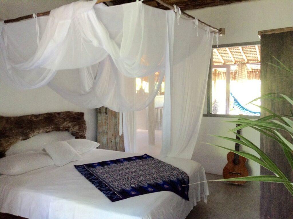 quarto do airbnb A Cabana da Praia caraíva