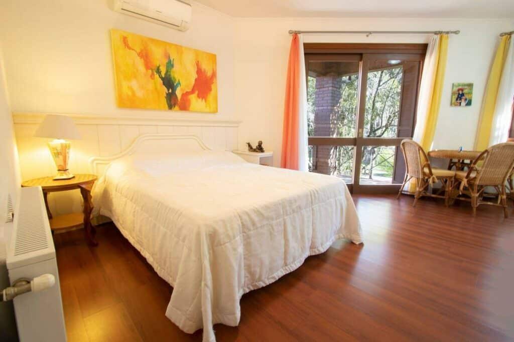 suíte do airbnb Aconchegante na Casa no Condomínio Laje de Pedra em Canela