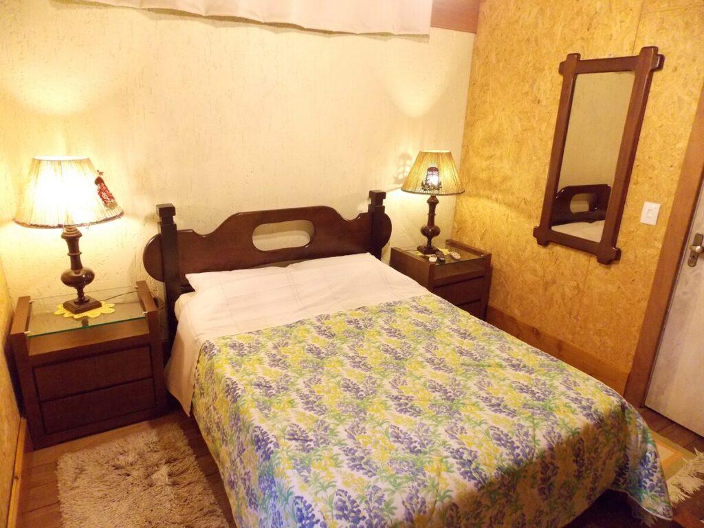 quarto do airbnb Chalé em Estilo Alemão em Canela