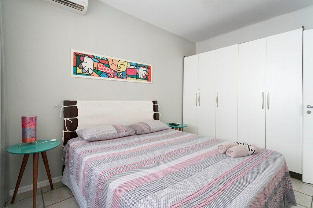 quarto do airbnb Lindo Apartamento Beira-Mar em jurere internacional