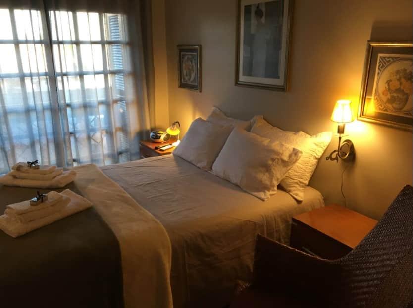 quarto do airbnb estudio ao Lado da Catedral de Pedra em Canela