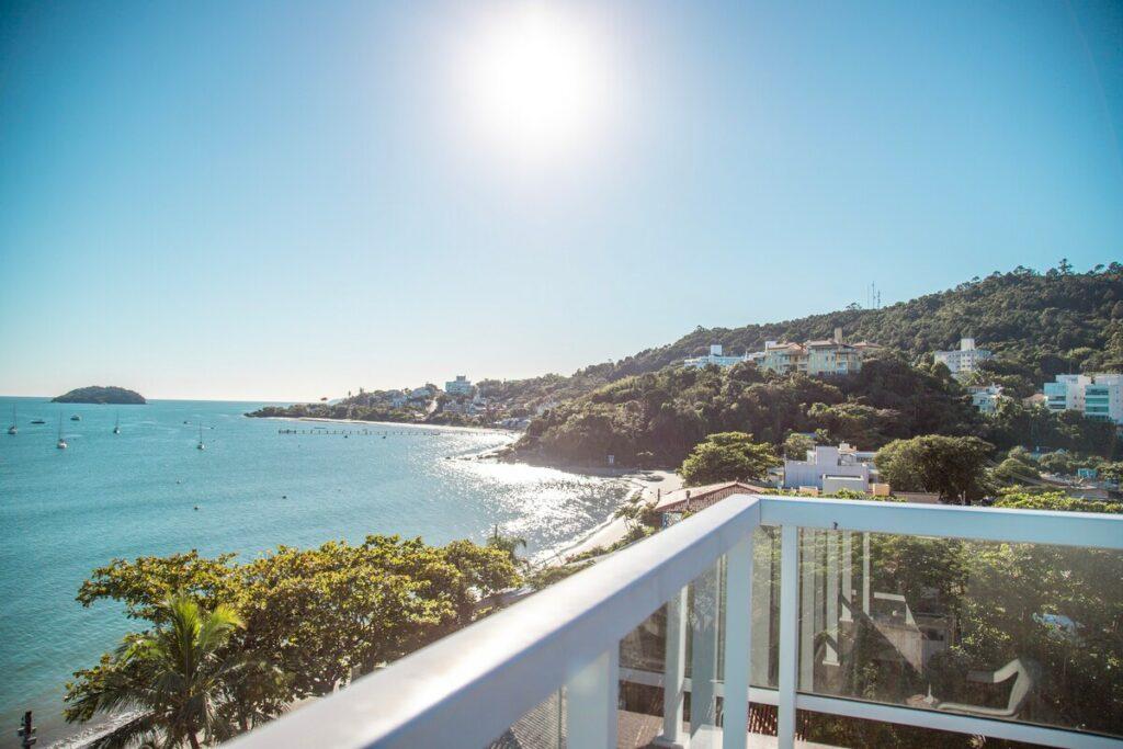 airbnb com Vista Frontal do Mar em jurerê internacional