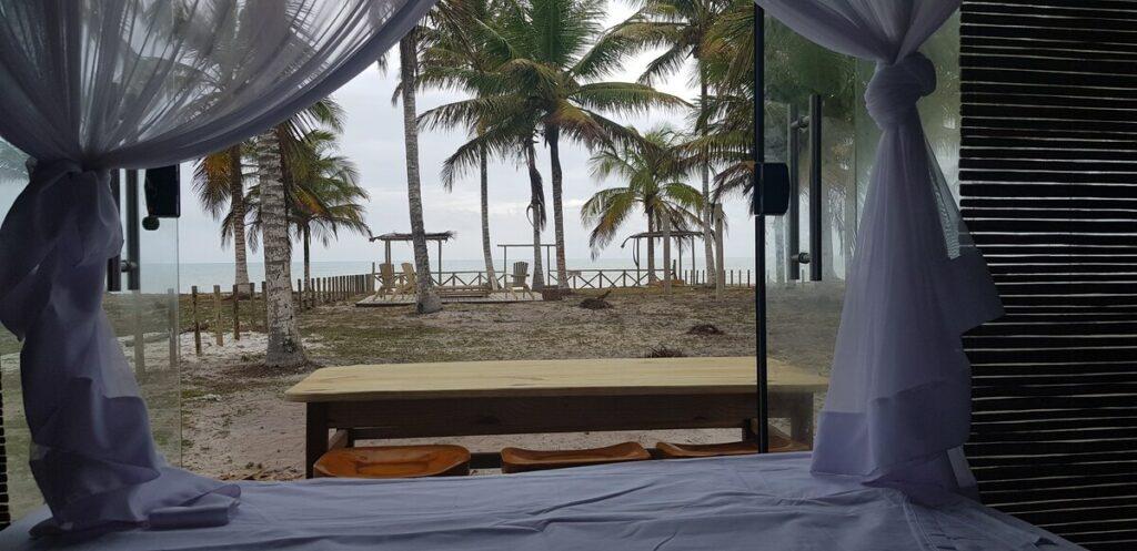 vista do bangalô raíz na praia caraíva